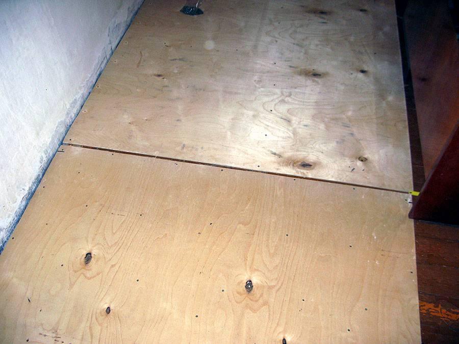 Выравнивание деревянного пола под ламинат: сравнение 3-х различных способов