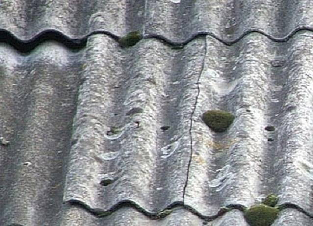 Как правильно и чем можно заделать трещину в шифере на крыше? — 1pokryshe.ru