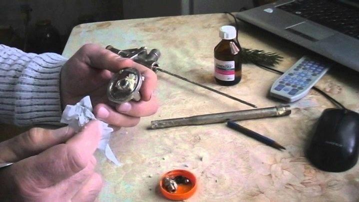 Как очистить пистолет от монтажной пены: чистка очистителем