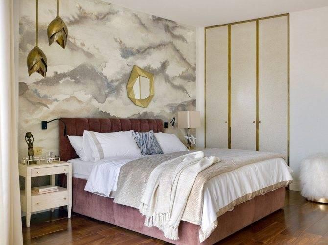 Зеркало в спальне: напротив кровати, напольное недорогое, красивые фото, стены в интерьере, хорошо или плохо