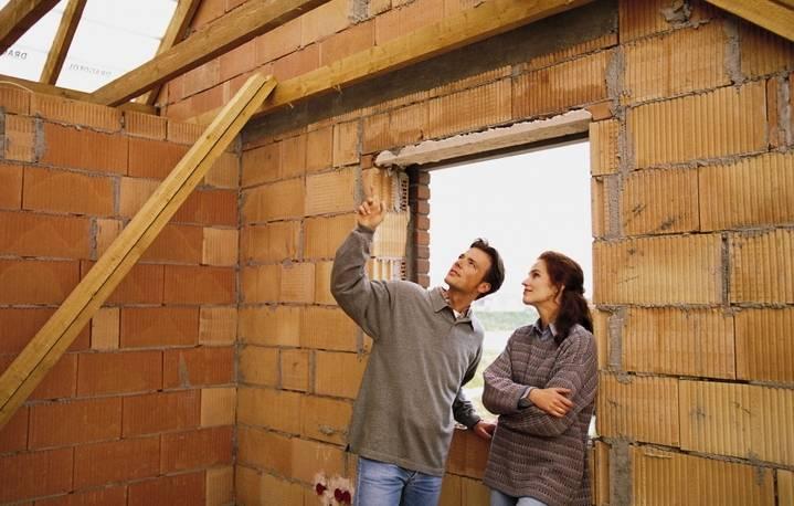 Из чего дешевле построить дом для постоянного проживания