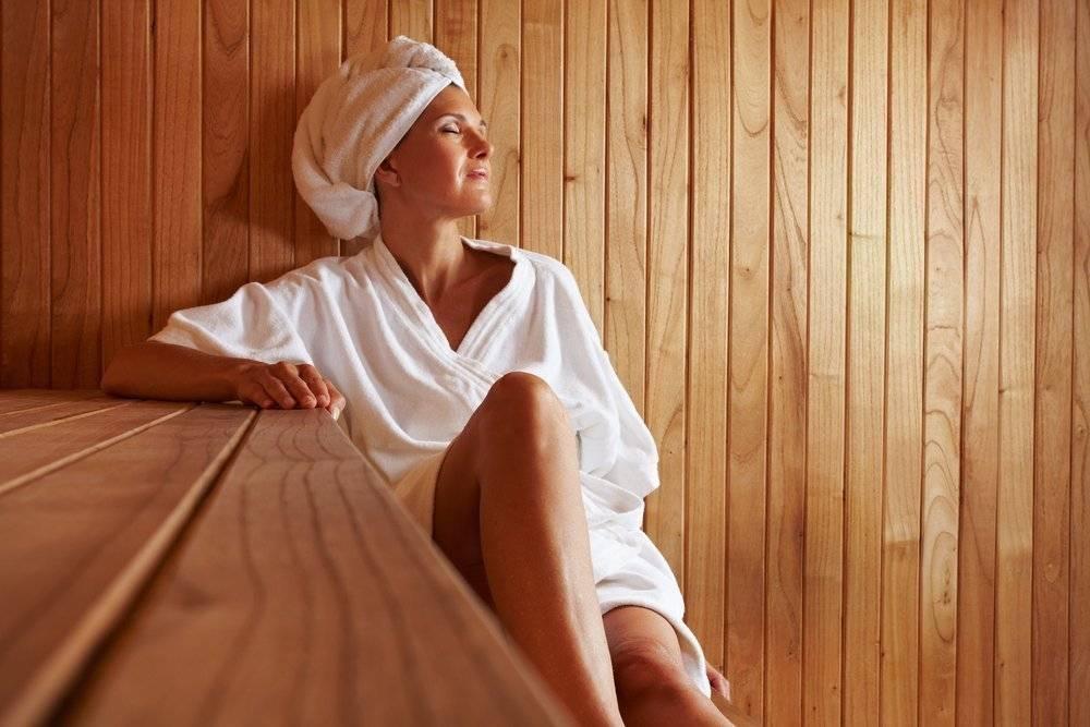Можно ли ходить в баню при простуде или с температурой: правила посещения парной