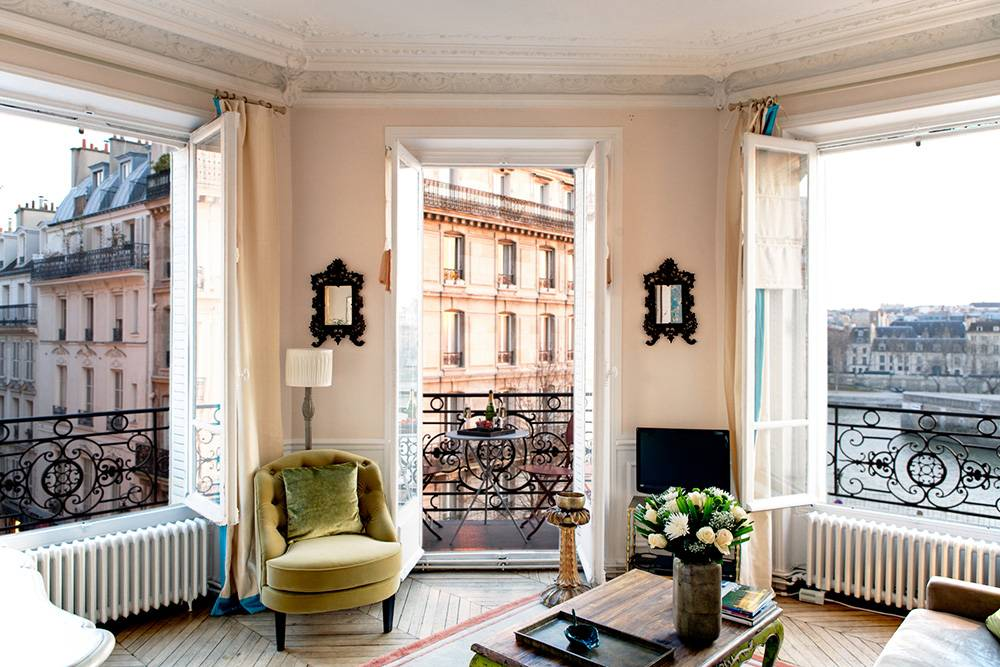 Внутри просторной парижской квартиры, которая вдохновляет своим минимализмом: фото