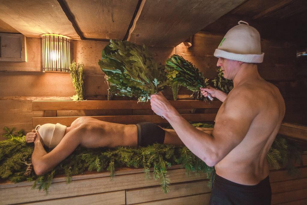 Как правильно париться в бане с веником? техника парения в русской бане, полезная для здоровья. движения и правила