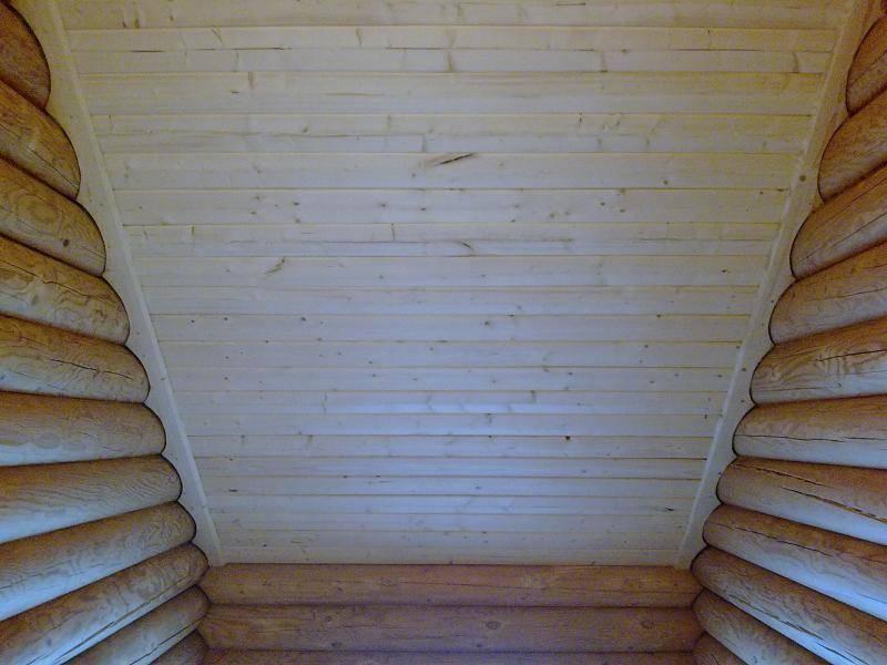 Какие материалы используются для окрашивания внутренних стен деревянного дома