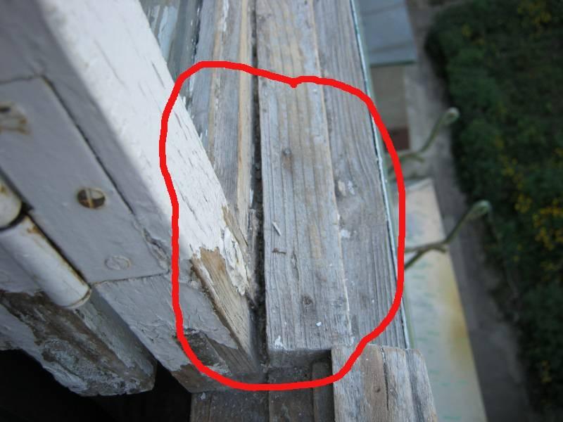 Перекосило дверь в деревянном доме: что делать