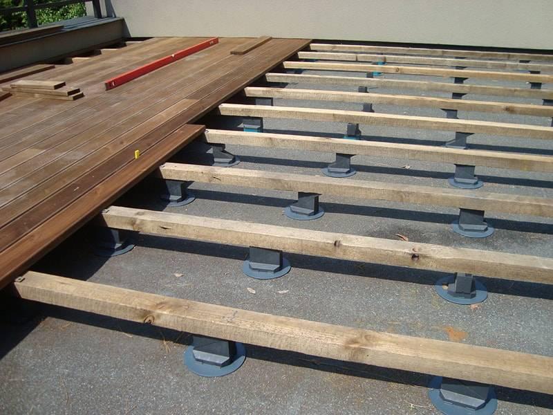 Устройство деревянного пола на лагах: конструкция, монтаж половой опоры по грунту, фото и видео