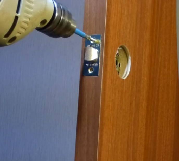 Разновидности замков для межкомнатных дверей, как врезать механизм в дверное полотно