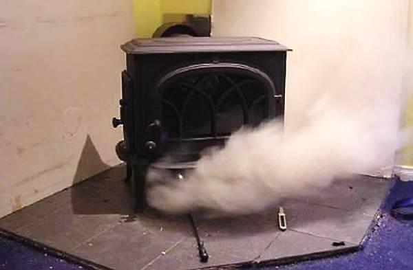 Почему дымит печь и как с этим бороться? - плантатор онлайн