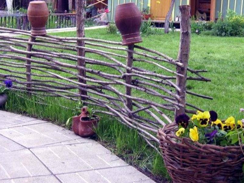 Плетеный забор своими руками: секреты плетения изгороди из прута и лозы