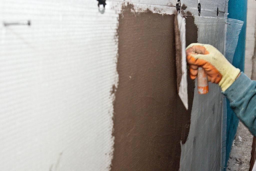 Штукатурка по пеноплексу для фасада, цоколя и стен внутри помещения: выбор, технология отделки