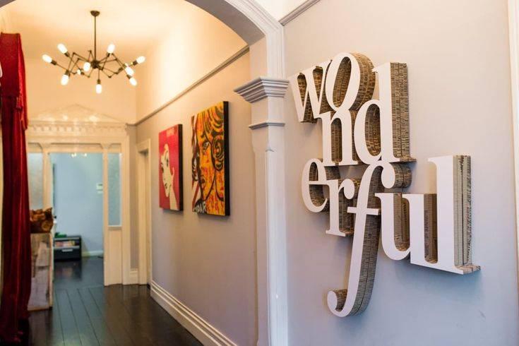Деревянные буквы, слова и надписи в интерьере: мастер-класс по декору