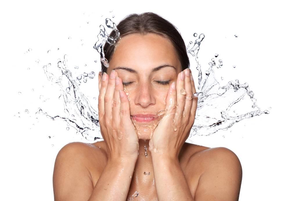 Как вода влияет на кожу лица