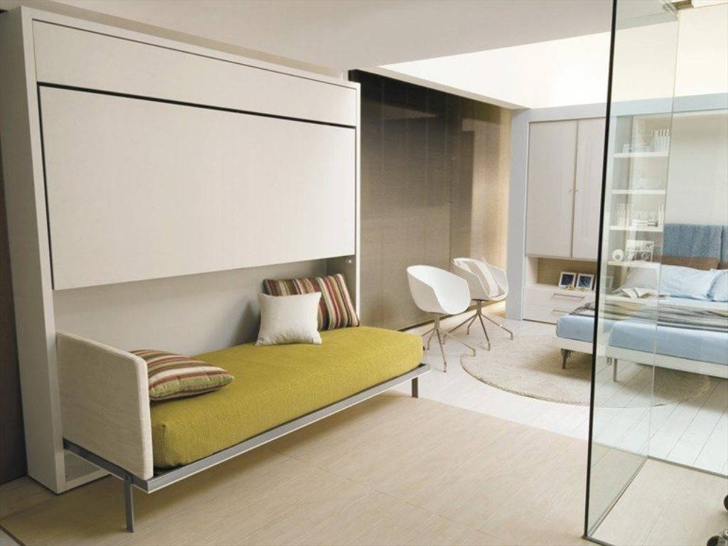 Как правильно поставить кровать в спальне? 57 фото как кровать должна стоять относительно двери и окна? как лучше расположить ее относительно сторон света?