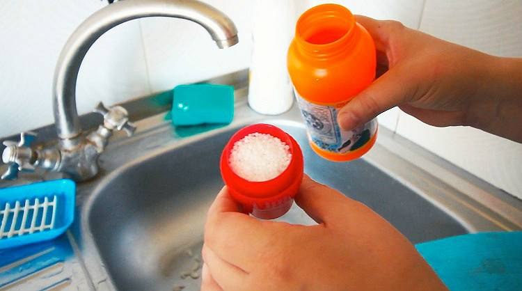 Как прочистить раковину: устройства и химические средства