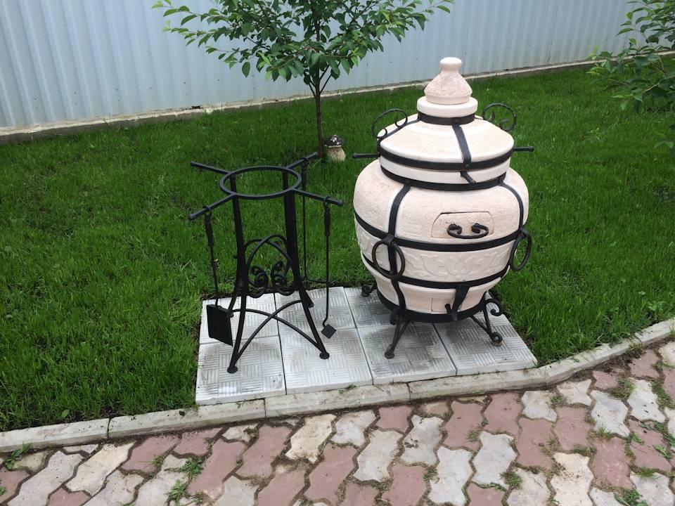 Тандыр, мангал, барбекю, печь с коптильней в одном печном комплексе из кирпича, как сделать конструкцию своими руками