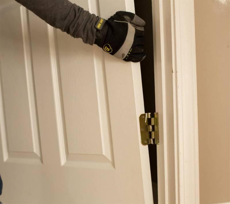 Как исправить  провисшую дверь