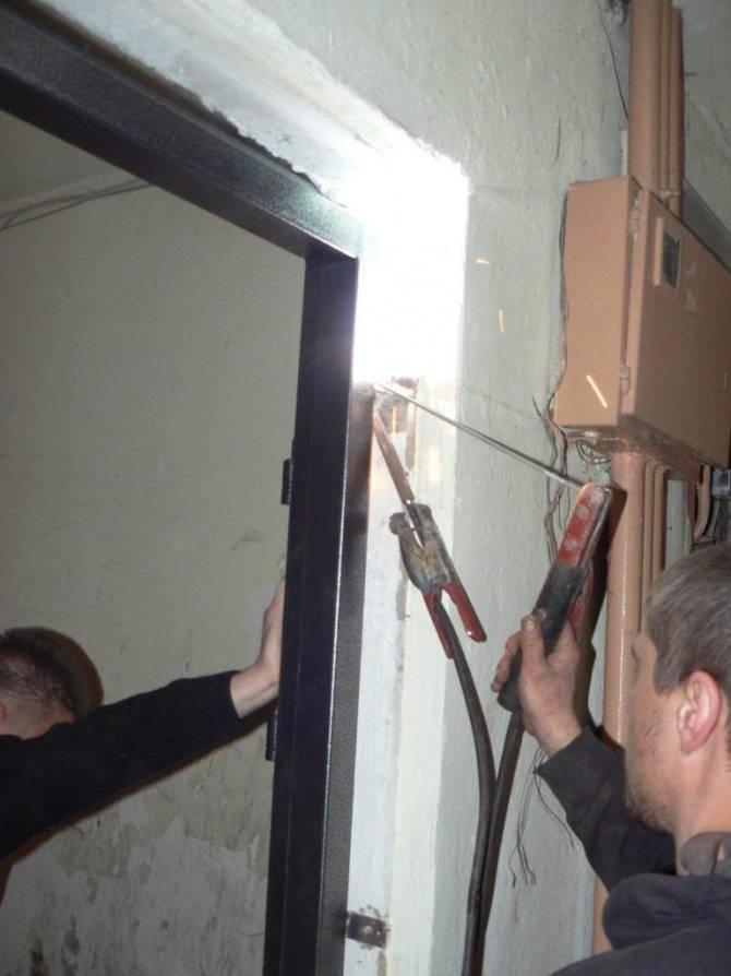 Как установить металлические двери своими руками: подготовительные работы и последовательность на видео