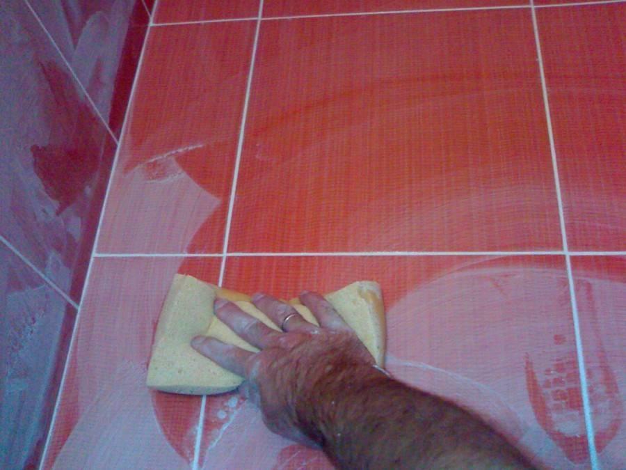 Затирка для плитки  (80 фото): как подобрать по цвету и какая лучше сохнет, белая фуга для швов кафельной поверхности, золотая и черная в интерьере