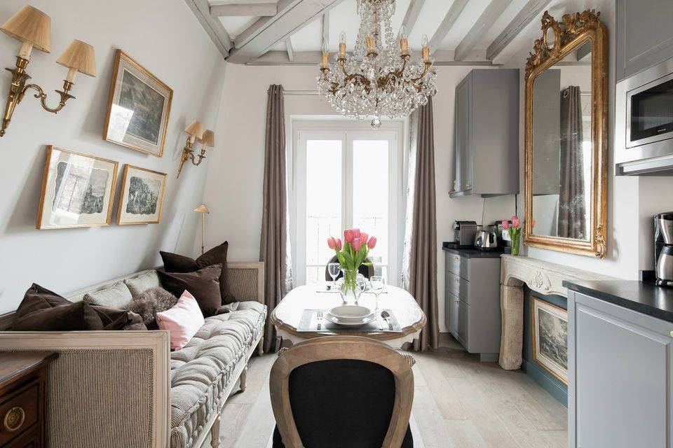 «во франции все живут либо в частных домах, либо в таких резиденциях, как мы». белоруска показывает квартиру в пригороде парижа