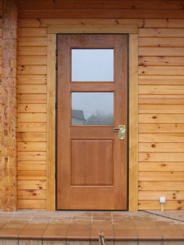 Входная дверь в баню: виды и их особенности. как выбрать входную дверь в баню?