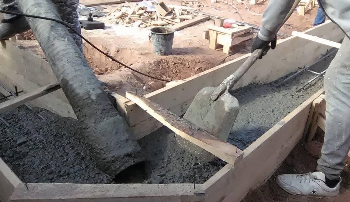 Как заливается фундамент: плитный и ленточный – особенности технологии и этапы работ