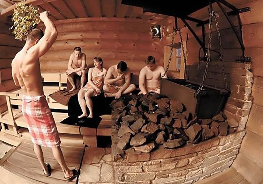 Чем полезна баня для мужчин: мнение специалистов