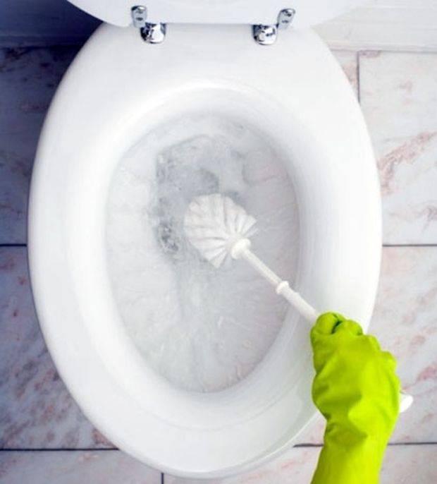 Как почистить унитаз: от известкового налета, мочевого камня и ржавчины