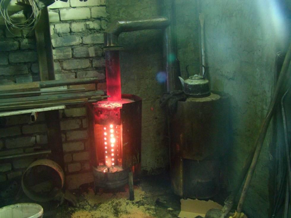 Печи для отопления гаража на дровах: виды, особенности, выбор и изготовление своими руками