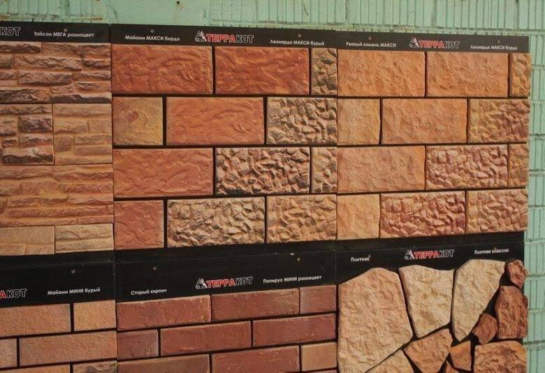 Огнеупорная плитка для печей, каминов в жилых домах и банях: состав материалов и специфика облицовки