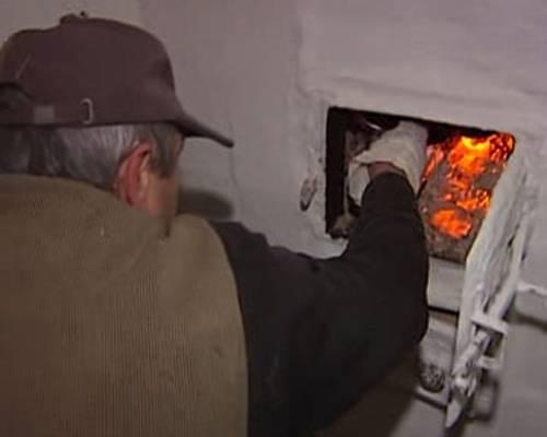 Как правильно топить печь в деревянном доме