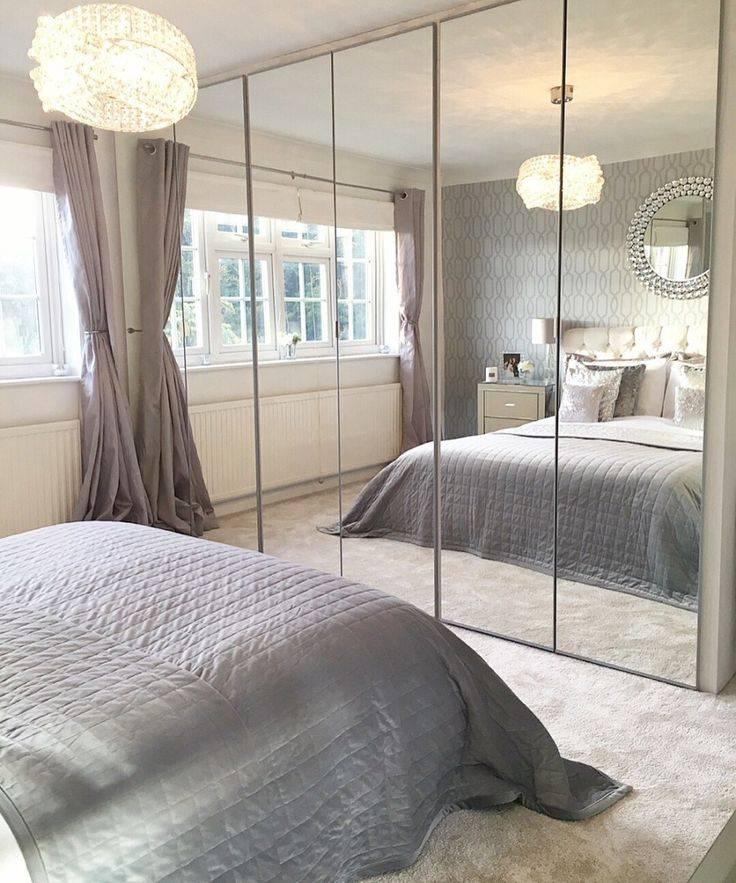 Можно ли вешать зеркало в спальне напротив кровати