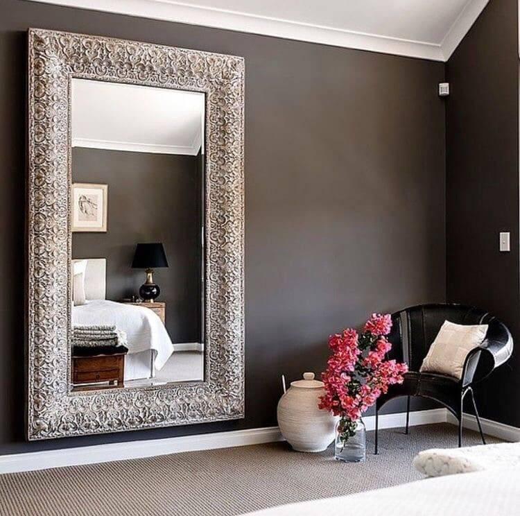 Можно ли в спальне ставить зеркало