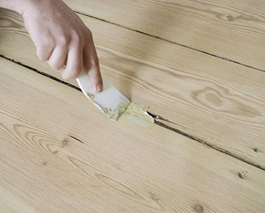 Чем заделать щели в деревянном полу - советы от castorama