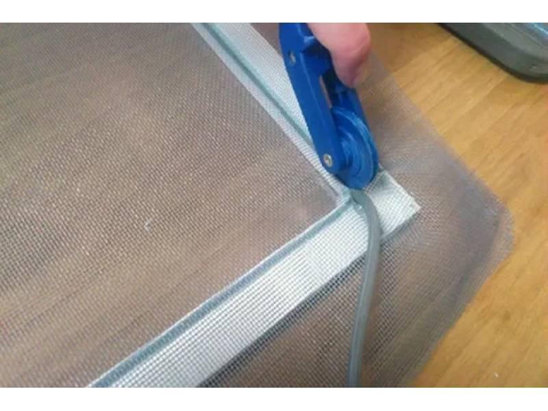 Узнайте, как сделать москитную сетку на пластиковое окно своими руками