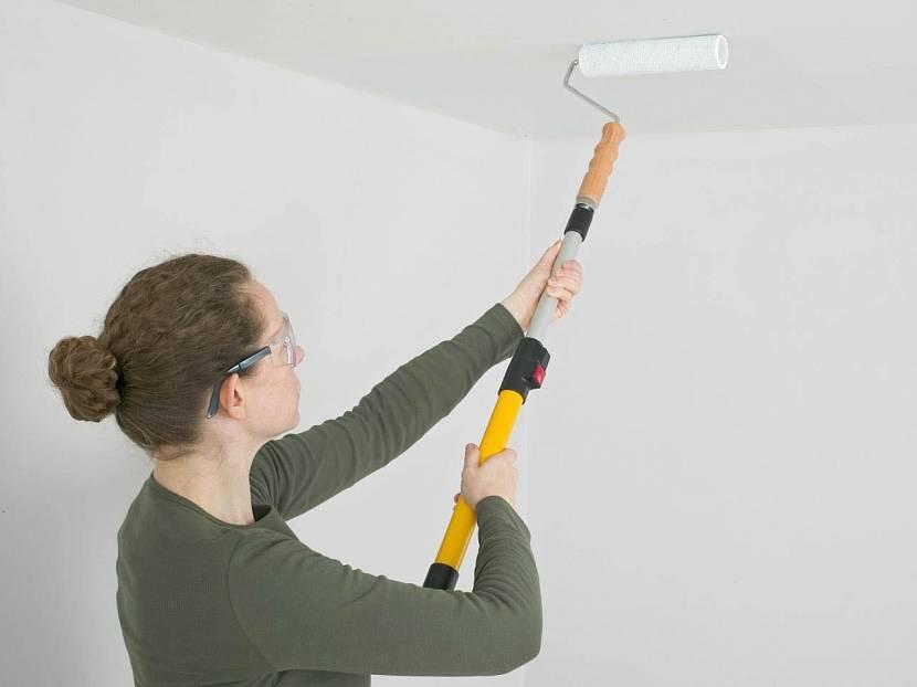 Покраска потолка с помощью пылесоса: быстрый и качественный способ