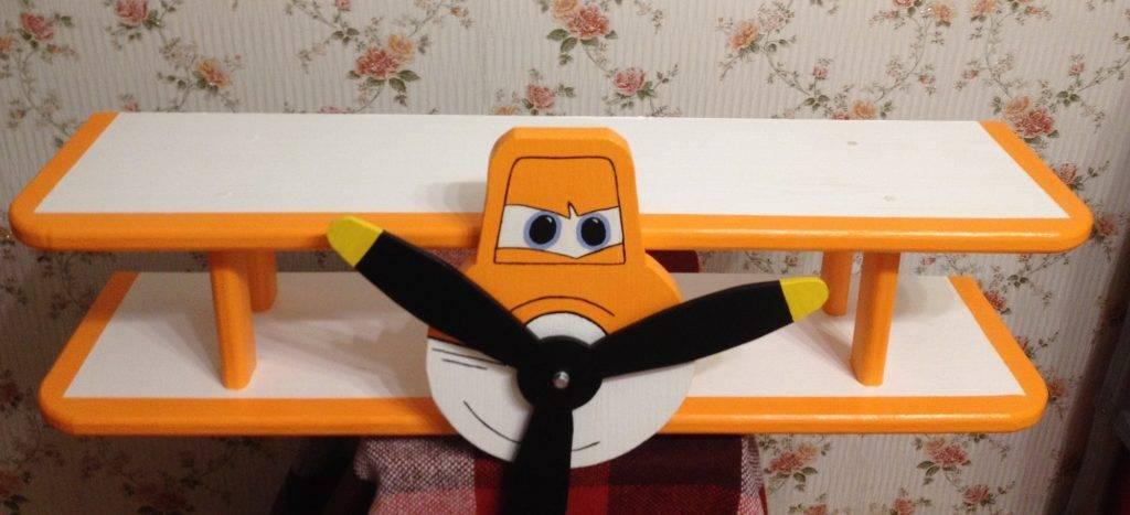 Самодельная детская полка для игрушек и книг: интересные идеи, выбор материалов и схемы