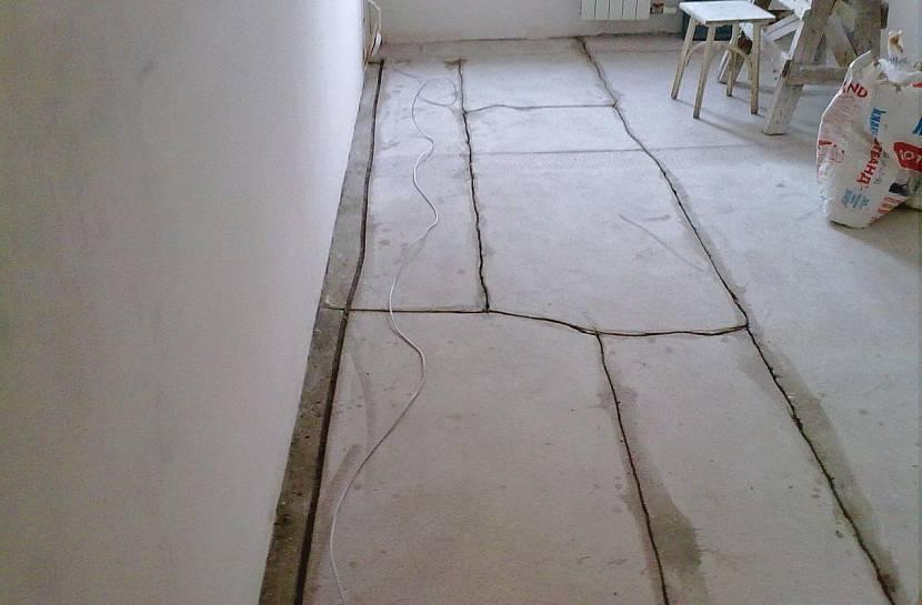 Ремонт стяжки пола: как усилить бетонное покрытие плиточным клеем своими руками, затирка трещин, что делать, если треснула стяжка