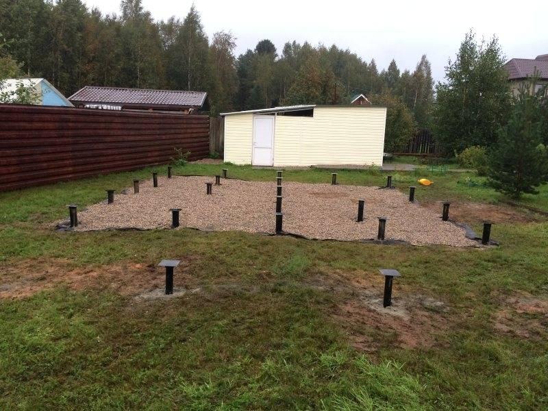 Свайный фундамент для бани, винтовой и буронабивной, бетонные полы на свайном фундаменте
