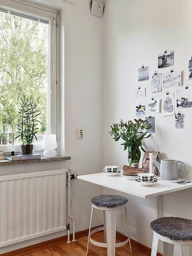 Современные обои в интерьере маленькой кухни