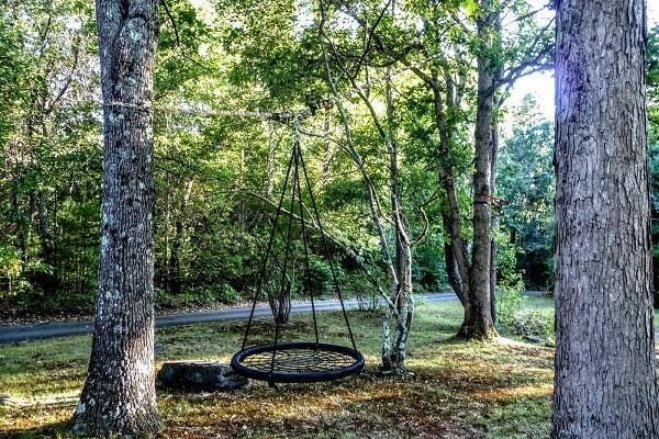 10 способов обустроить качели между деревьями (фото)