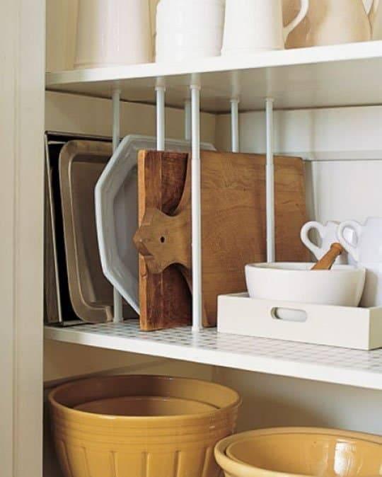 Хранение сковородок на кухне: в ящике, на полке, в органайзере, интересные идеи и лайфхаки