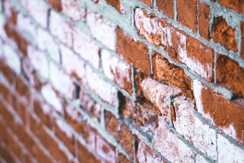Высолы на кирпичной кладке: как убрать высолы на кирпиче? причины их возникновения и лучшие средства для удаления