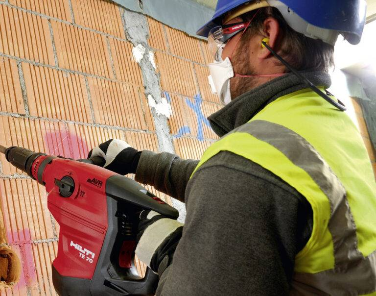 Как и чем штробить стены под проводку: пошаговое руководство, фото + видео