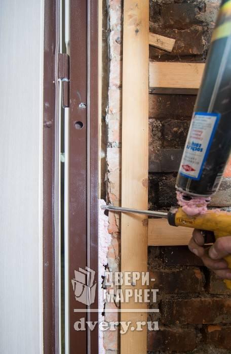 Технология установки металлической входной двери: как правильно провести работы своими руками