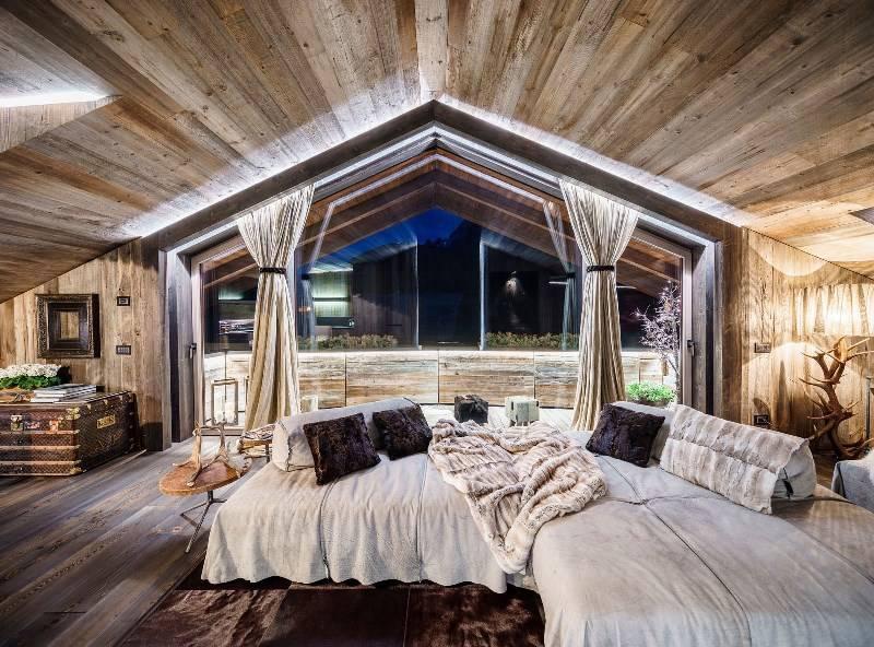 Особенности дизайна гостиной в стиле шале, на что обратить внимание при оформлении интерьера - 32 фото