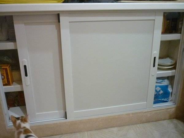 Зимний холодильник на кухне под окном: как сделать шкаф, способы отделки