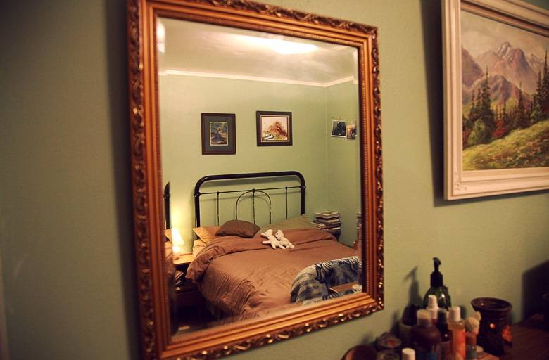 Приметы с зеркалом: можно ли покупать с рук, где нельзя вешать