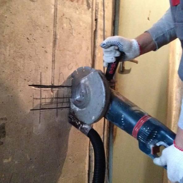 Штробление стен под проводку: как и чем штробить стены без пыли
