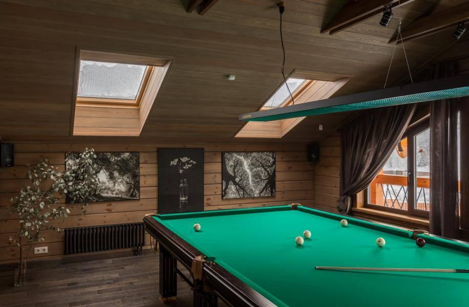 Особенности проектирования и оформления бильярдной комнаты в частном доме, выбор отделочных материалов и подходящего стиля - 26 фото